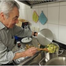 Egon beim Kochen